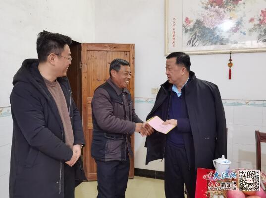 九江公路管理局党委书记、局长赵优生春节前夕看望慰问全国劳模(图)
