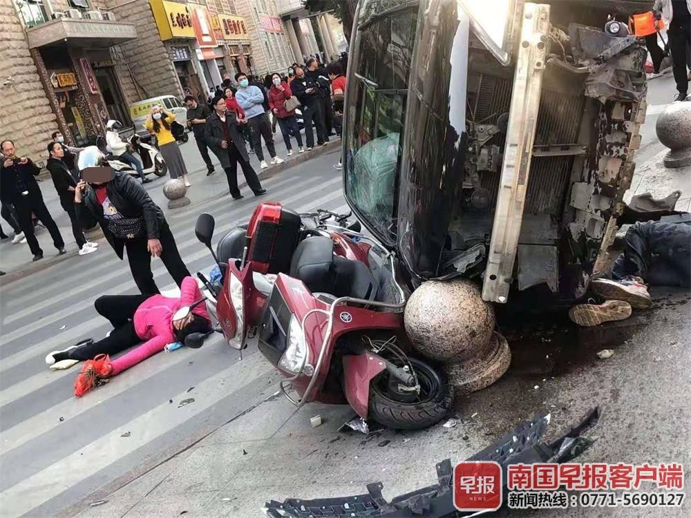 梧州一小车连撞五车致4人受伤,肇事司机已被控制