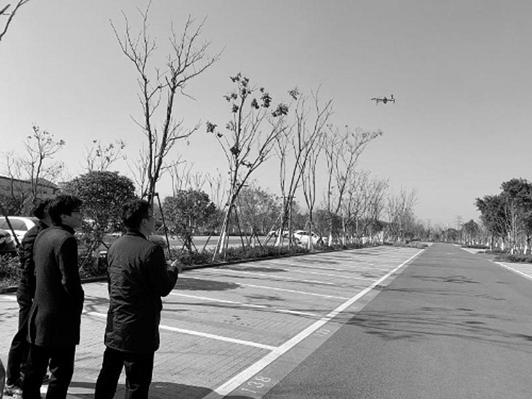 """市市容环境卫生管理中心 培训首批无人机""""飞行员"""""""