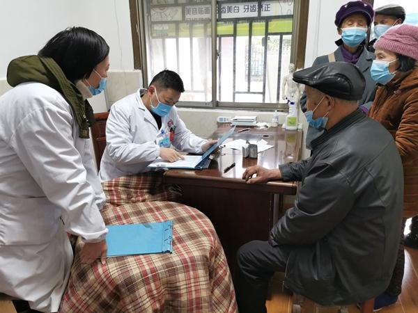 张家界:省人民医院专家下基层 帮扶坐诊送健康