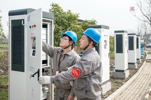 """海宁供电:加快充电桩安装 助力新能源汽车""""加速跑"""""""