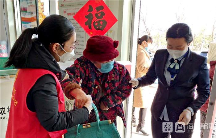 """利津农商银行""""三到位"""" 服务老年客户""""有情有义"""""""