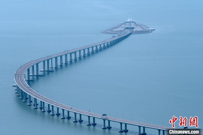 香港立法会工务小组委员会通过向港珠澳大桥追加15亿港元拨款