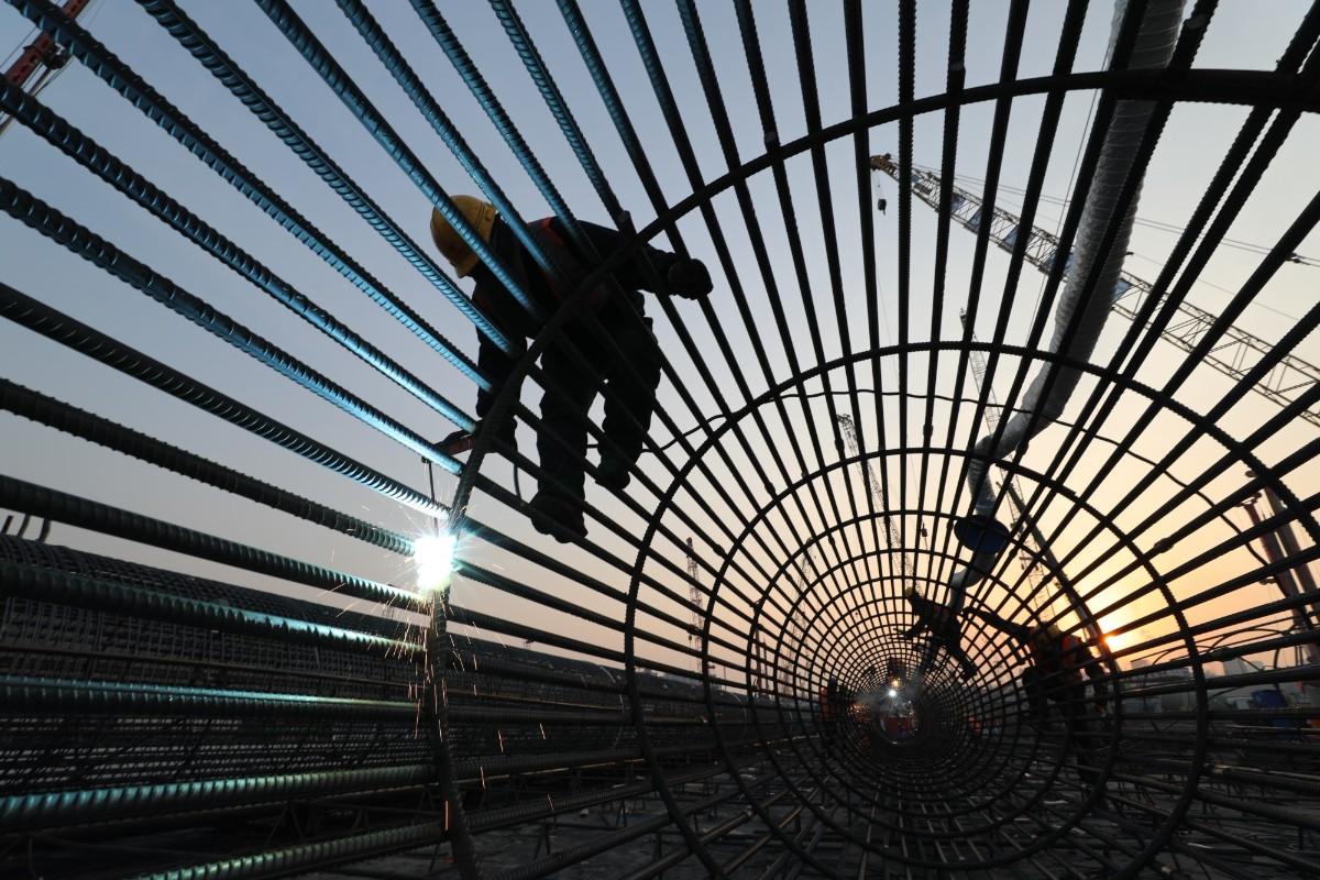 新春走基层   亚洲最大交通枢纽24小时不停工