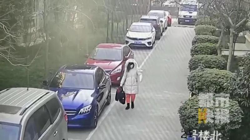 咸阳一男子扮女装盗走妻子车内70多万元 竟是偿还打赏主播的欠款