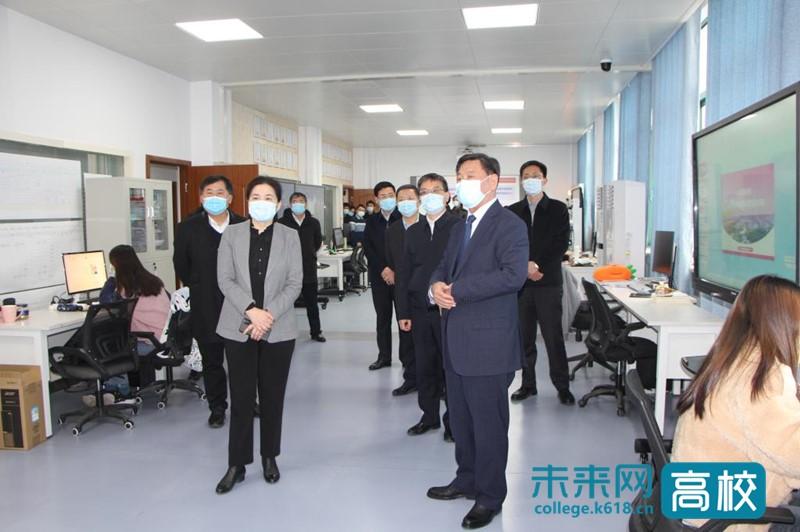 安徽省委常委、组织部长丁向群看望慰问合肥工业大学杨善林院士