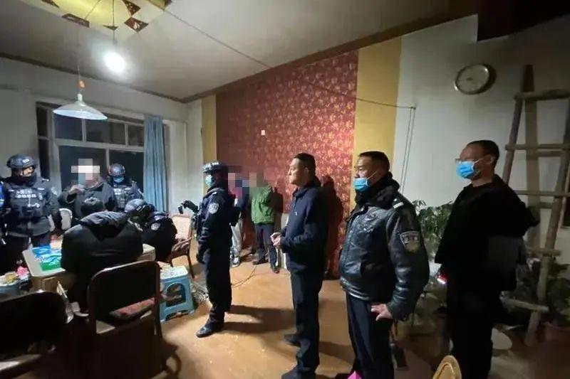 【平安云南】居民房内暗藏赌博窝点,香格里拉警方雷霆出击一举捣毁