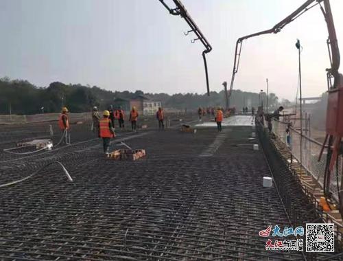 G220万载绕城段公路改建工程粉塘立交桥现浇箱梁主体工程完工(图)