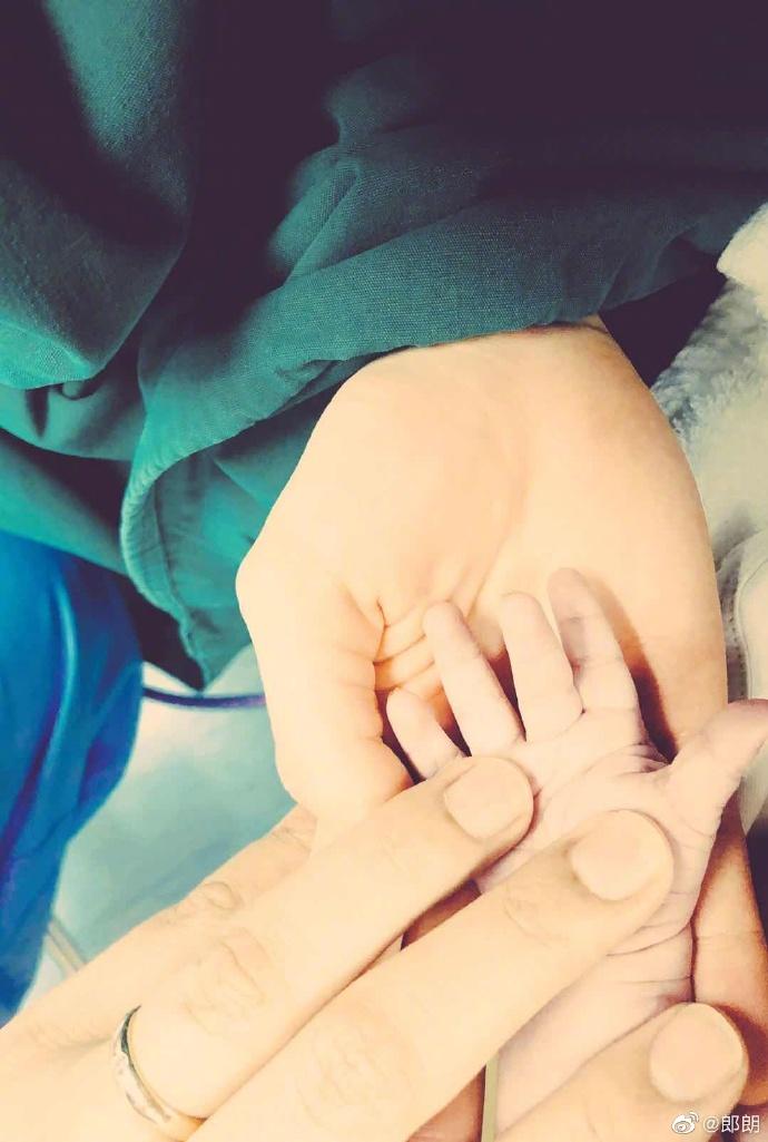 郎朗吉娜宣布产子:家庭音乐会的小听众来了