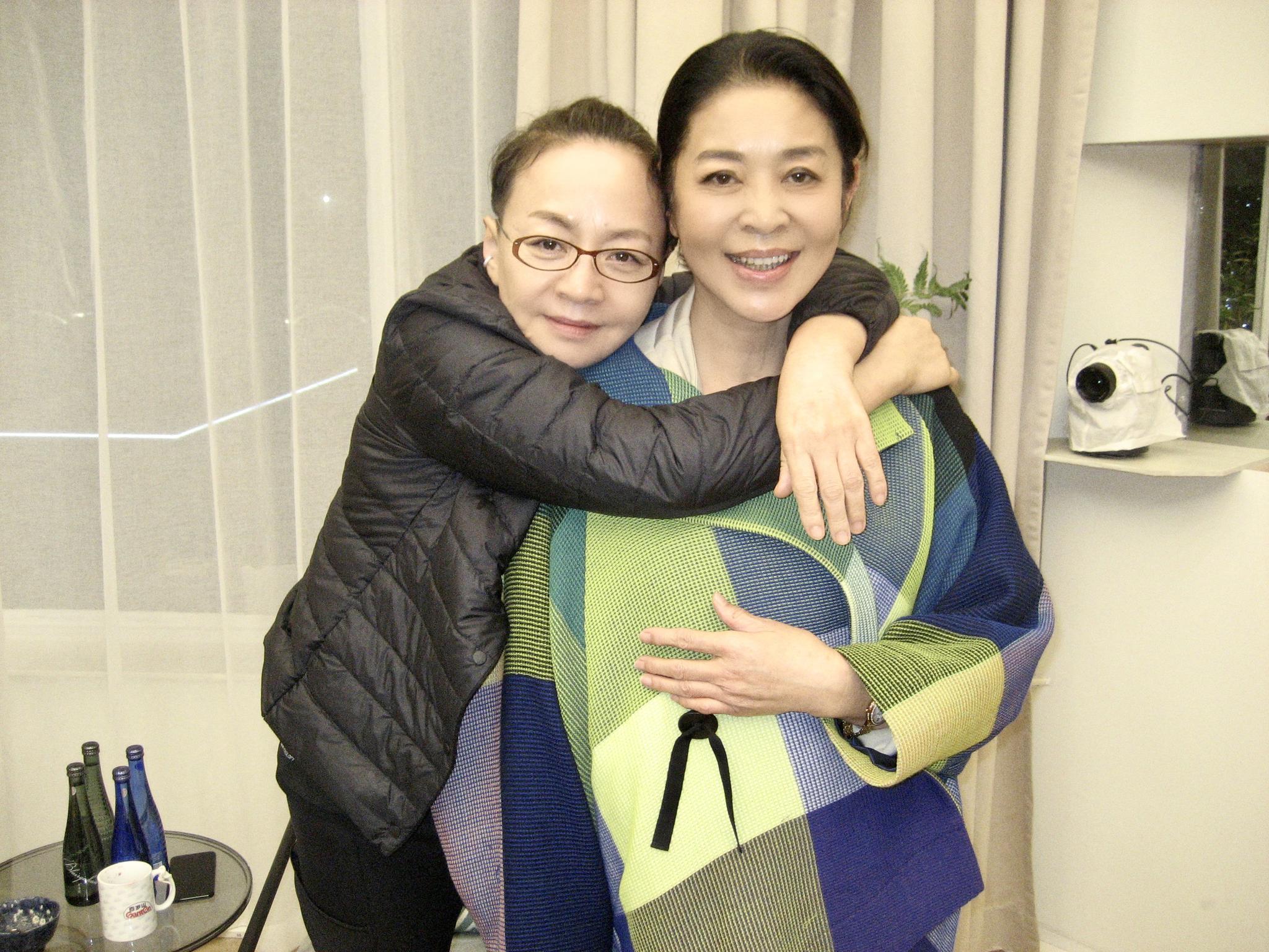 拥抱、道歉、加微信 倪萍宋丹丹20年后大和解
