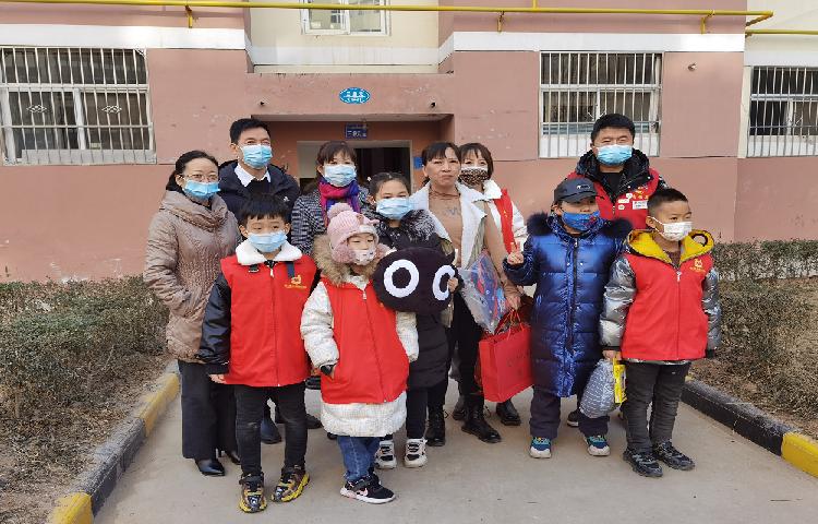 王益区委宣传部联合爱心志愿者开展慰问留守、困难儿童活动