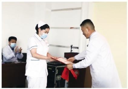 """正能量持续传递挽救产妇的护士获""""见义勇为医德风尚奖"""""""