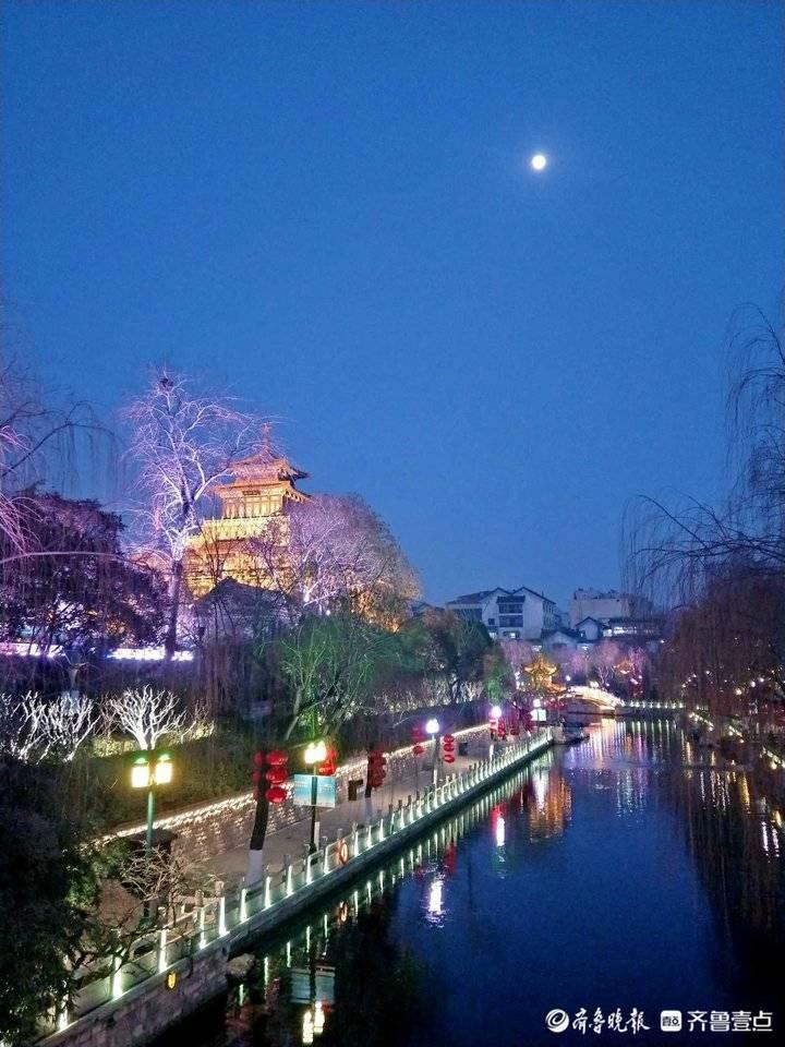 济南护城河畔月更亮景更美绚彩多姿