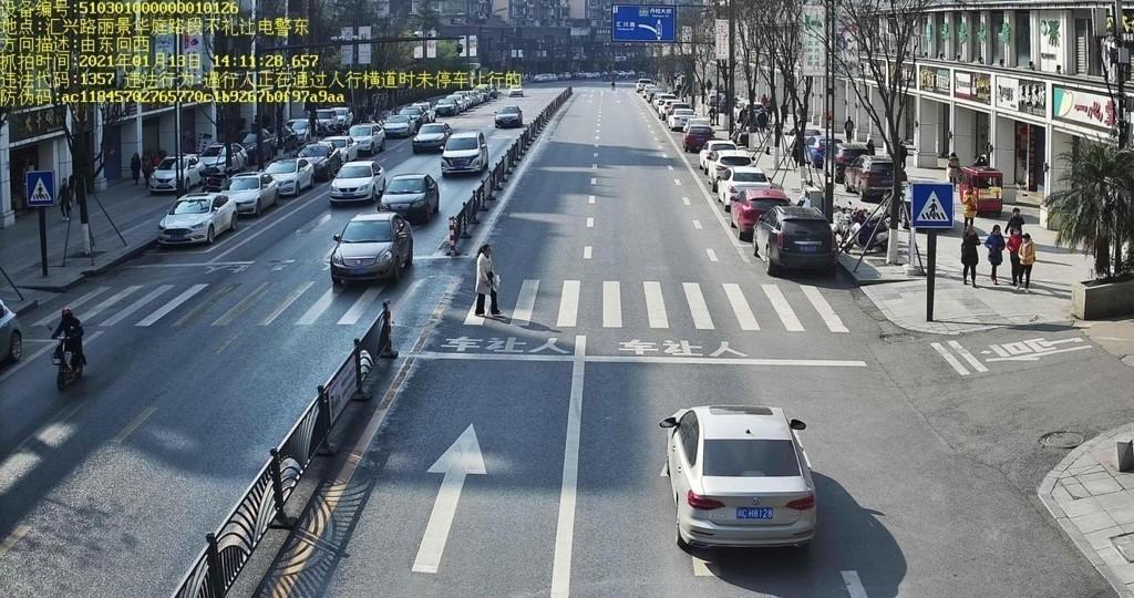 报废三轮车载人、超载100% 成都交警曝光一批春运交通违法案例