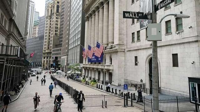 """纽约年轻人计划""""重新占领华尔街"""":金融巨头们应该进监狱"""