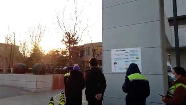 视频|北京首批重点人群开打新冠疫苗 接种者:很激动图片