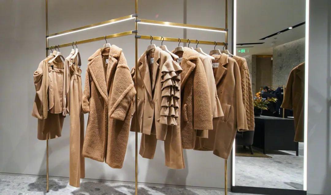 超长大衣比短衫保暖且更容易突出搭配与心机