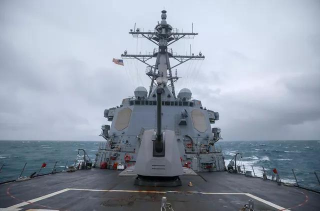 美军舰不时穿航台湾海峡,除了尴尬一无所获