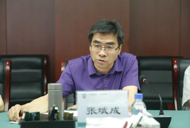 """张斌成被""""双开"""":站队进圈,搞政治攀附图片"""