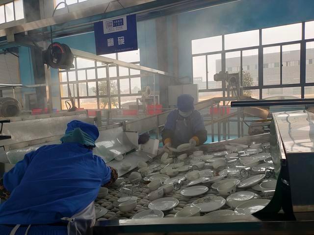 武汉市公共餐具集中消毒使用量占比不到20%,给公众带来健康隐患