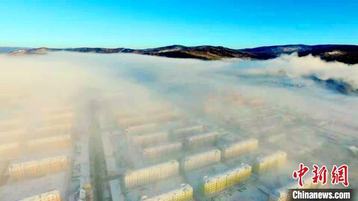 """哈气凝霜 """"中国最冷小镇""""连续6天跌破-40℃"""