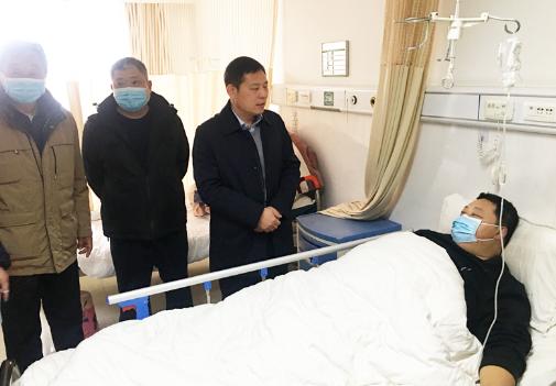 平安守护 爱警暖警 郸城县公安局长陈凤祥看望慰问住院辅警