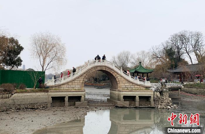 """扬州瘦西湖水环境治理 32万平方米水域清淤""""秀水"""""""
