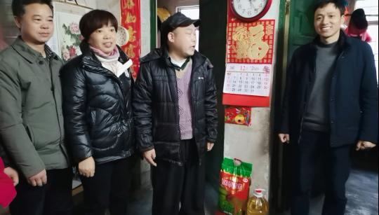 """永兴县委编办开展在职党员""""奉献社区、服务群众""""活动"""