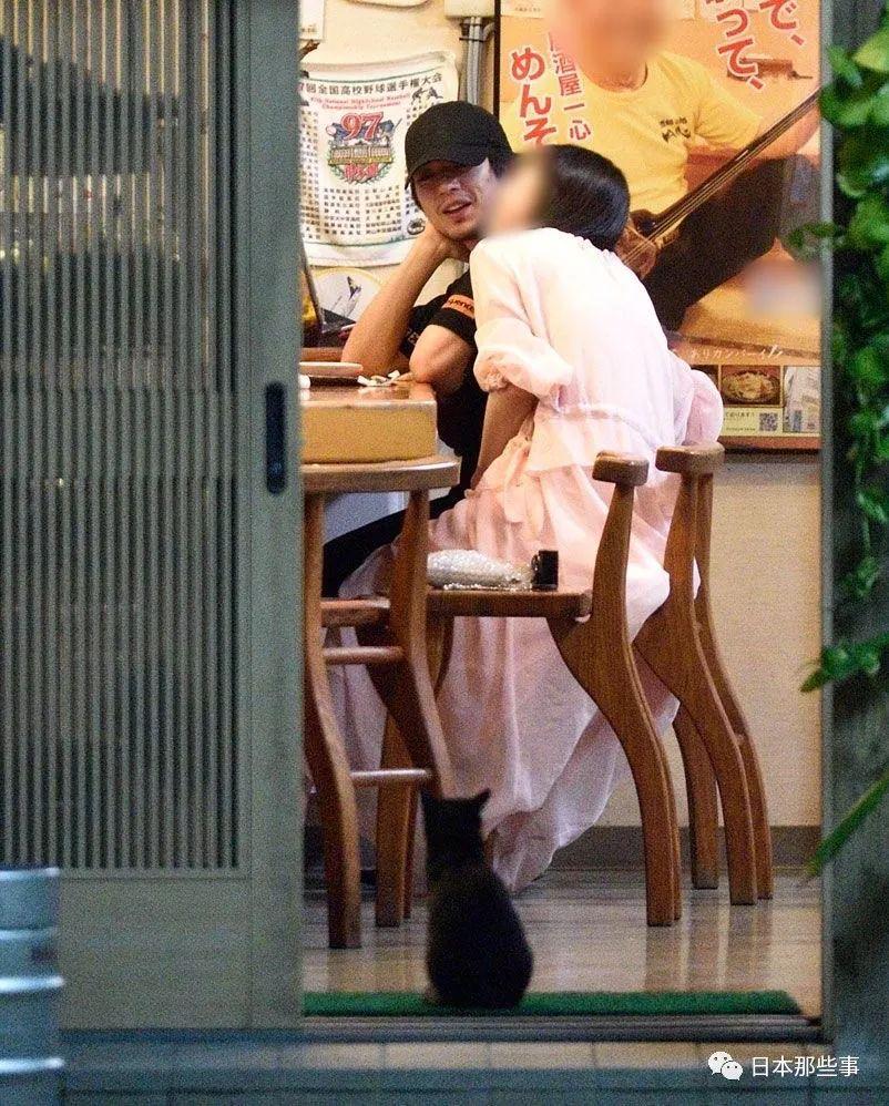 新田真剑佑将与女友移居海外 其父千叶真一回应
