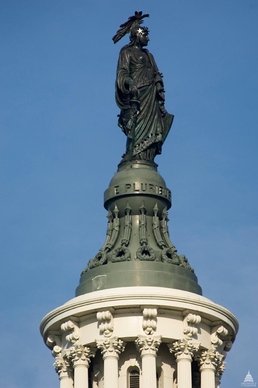 美国国会大厦被占领 200多年前华盛顿曾为它安放基石
