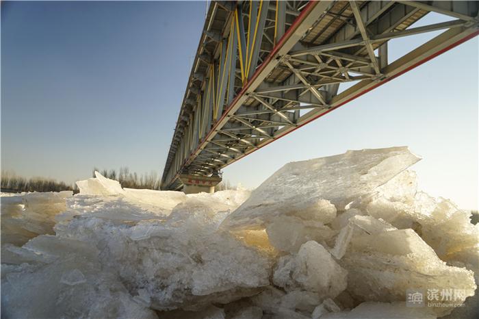 黄河滨州段现冰凌奇景