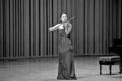 """从""""学霸""""""""考霸""""到小提琴演奏家  党华莉:人生没有白走的路"""