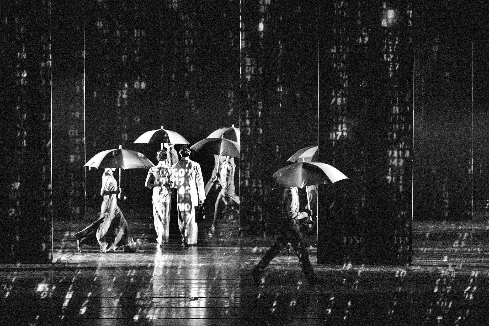 舞剧《永不消逝的电波》:现代技术与舞台艺术浑然相融