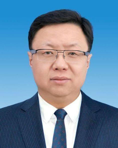 44岁北大博士罗青出任内蒙古锡林郭勒盟行政公署党组书记图片