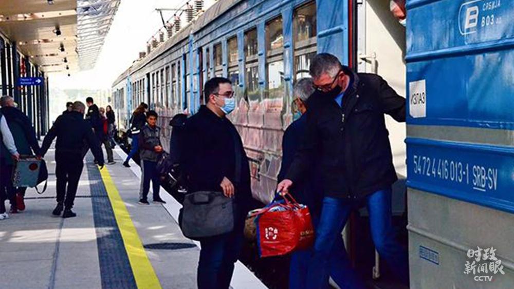 """△2020年11月,中铁参建的匈塞铁路贝泽段左线正式开通运营。匈塞铁路是中国铁路""""走出去""""欧洲的第一单,是国家""""一带一起""""重点项目。(资料图)"""
