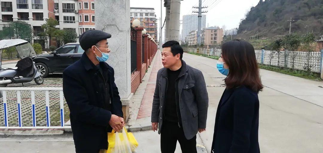 赤壁市工商联慰问留赤过年和未返乡的非公经济代表人士及其家属