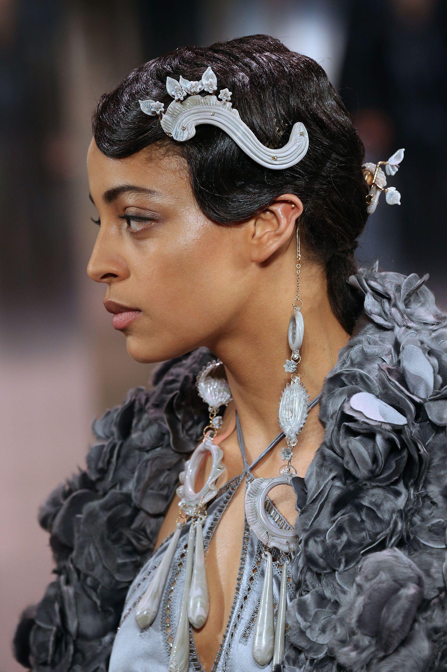 伍尔夫小说与意大利雕塑,为时装带来女性力量图3