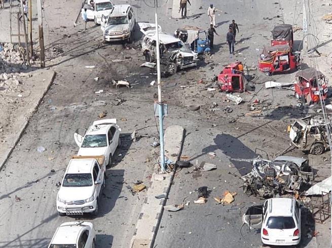 索马里首都摩加迪沙议会总部外发生汽车炸弹爆炸,伤亡不详