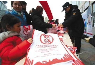 新京报:春节雾霾天,市民当少放烟花爆竹图片