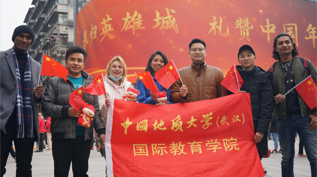 地大师生参加春节快闪活动被央视新闻报道图片