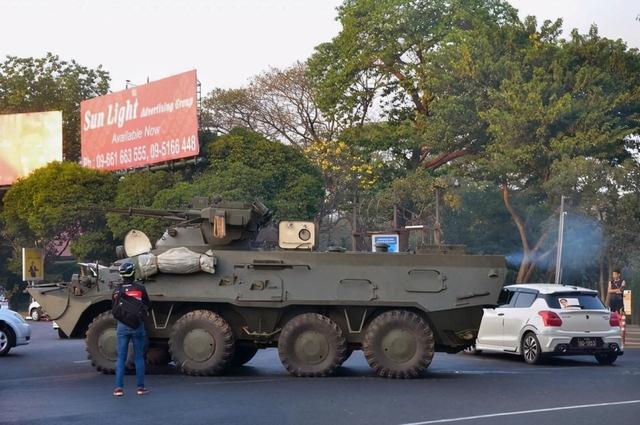 缅甸多地抗议活动致警察和抗议者多人受伤
