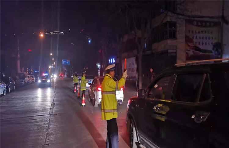 铜川市交警一大队春节期间持续开展夜查专项整治行动