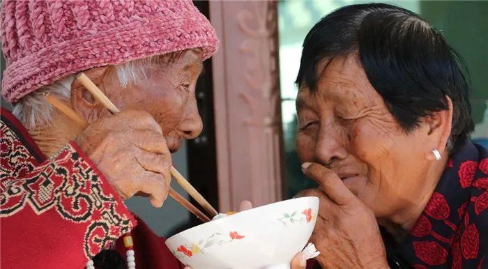 """""""你满76岁,我满103岁,我们娘俩一个陪着一个过""""图片"""