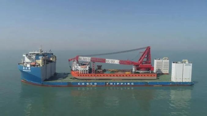 20万吨货船搁浅半年多 中国起重船抵达毛里求斯海域帮打捞图片