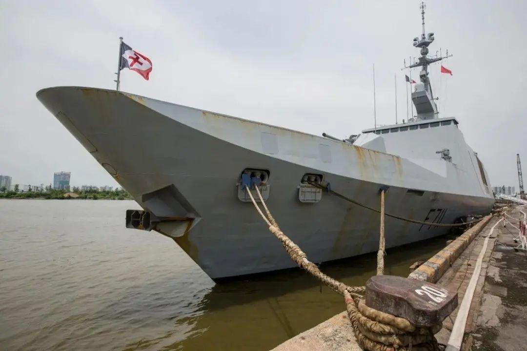 """法国水师拉法耶特级保护舰""""絮库夫""""号(资料图)"""