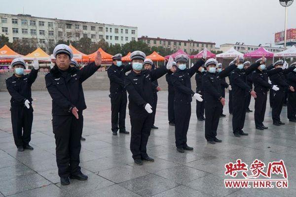 新蔡县公安局交警大队积极开展晨练夜学活动