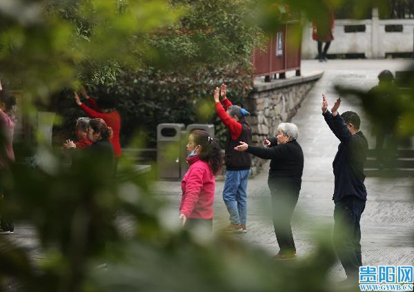 【图集】正月踏早春,黔灵山公园晨练忙