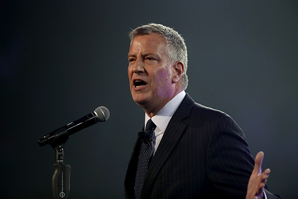 针对亚裔仇恨犯罪激增,纽约市长白思豪严厉斥责