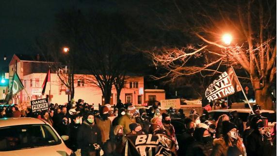 """大陪审团这个裁决让抗议者走上纽约街头:""""黑人的命也是命"""""""