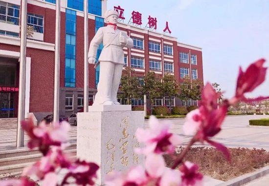 """日照市东港实验学校:用""""雷锋精神""""建校育人"""